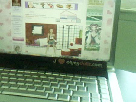 http://www.ohmydollz.com/img/photo_sticker.jpg